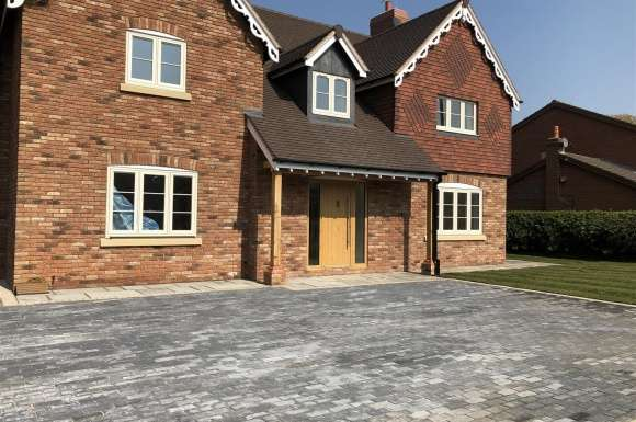 5 Bedrooms Property for sale in Moss Lane, Elworth, Sandbach