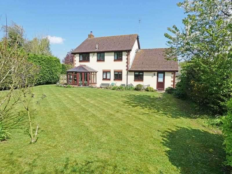 4 Bedrooms Detached House for sale in Old Hall Meadow, Rattlesden, Bury St Edmunds, IP30