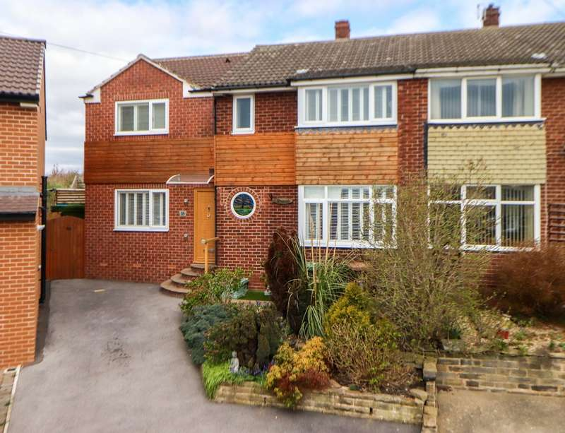 3 Bedrooms Semi Detached House for sale in Whitehall Crescent, Wakefield