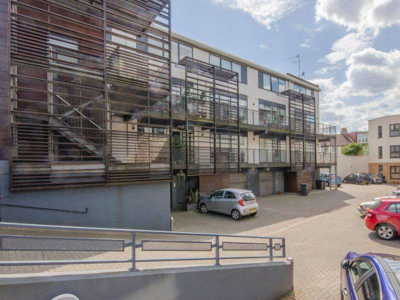 3 Bedrooms Terraced House for sale in Audora Court, The Campsbourne, N8