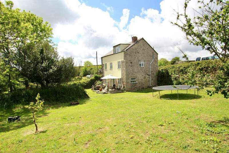 4 Bedrooms Detached House for sale in Laity, Near Wendron