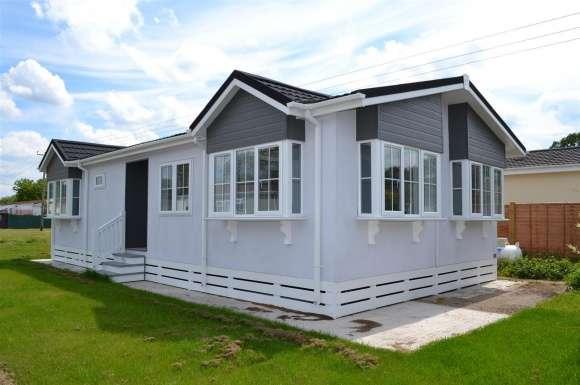 2 Bedrooms Property for sale in Laburnum Rise, Crookham Common, Thatcham