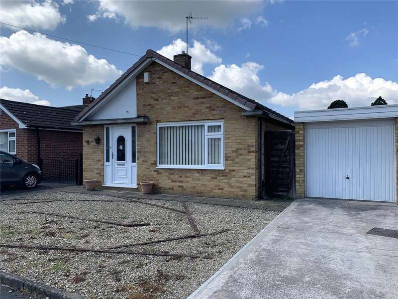 2 Bedrooms Bungalow for sale in Sussex Gardens, Hucclecote, Gloucester, GL3