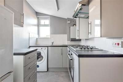 2 Bedrooms Flat for rent in Footscray road, SE9 2DR
