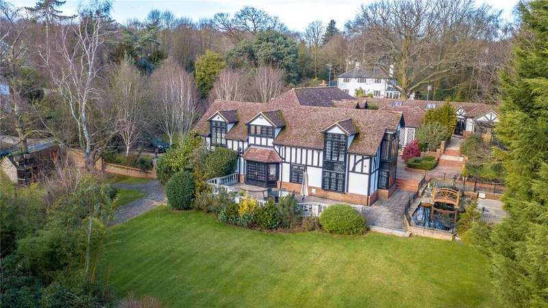 5 Bedrooms Detached House for sale in Theydon Road, Epping, Essex, CM16