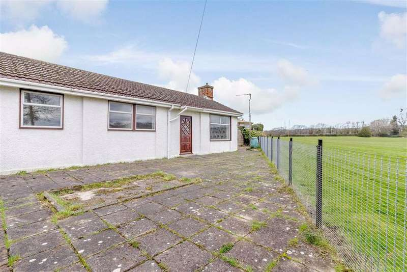 3 Bedrooms Bungalow for sale in Edmund Road, Chepstow, Gloucestershire