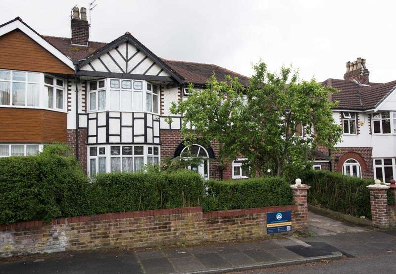 5 Bedrooms Semi Detached House for sale in Ravensway, Prestwich