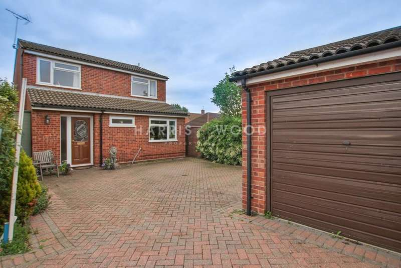 4 Bedrooms Detached House for sale in Holm Oak, Colchester, CO2
