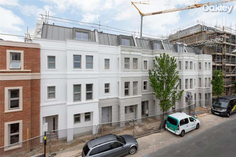 4 Bedrooms Terraced House for sale in Montpelier Place, Brighton Hove