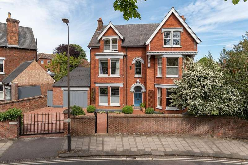 7 Bedrooms Detached House for sale in Rothsay Road, Bedford, MK40