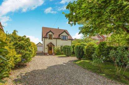 3 Bedrooms Detached House for sale in Morley St. Botolph, Wymondham, Norfolk