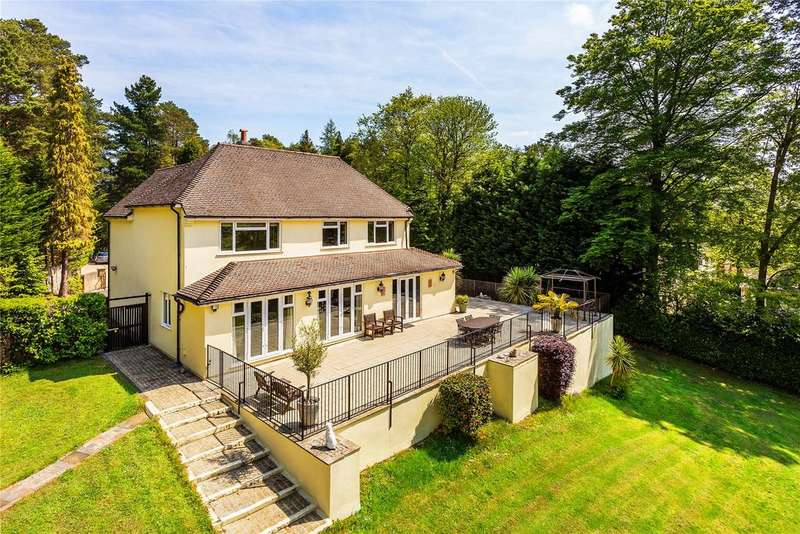 4 Bedrooms Detached House for sale in Bagshot, Surrey, GU19