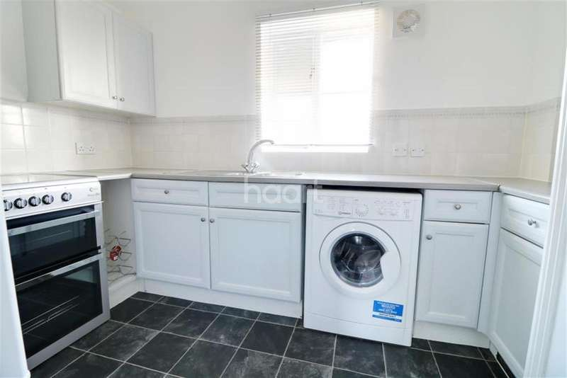 2 Bedrooms Flat for rent in Modern - Burnham