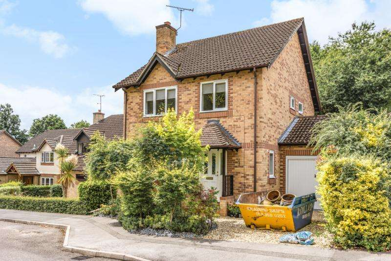 4 Bedrooms Detached House for rent in Knights Way, , GU15