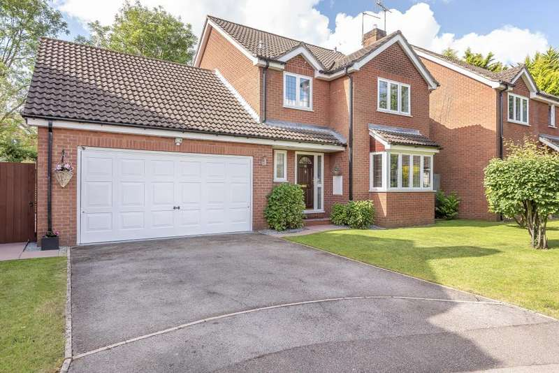 4 Bedrooms Detached House for sale in Lutterworth Close, Warfield, Berkshire, RG42