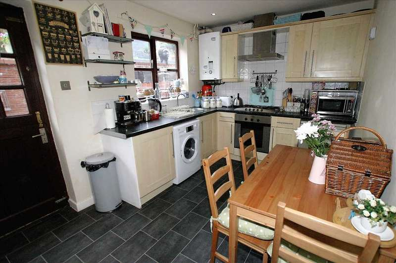 2 Bedrooms Town House for sale in Orchard Gardens, Leek