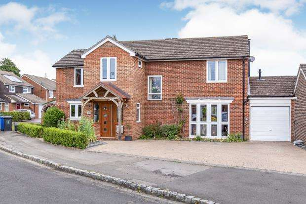 4 Bedrooms Detached House for sale in Holyport, Maidenhead, Berkshire