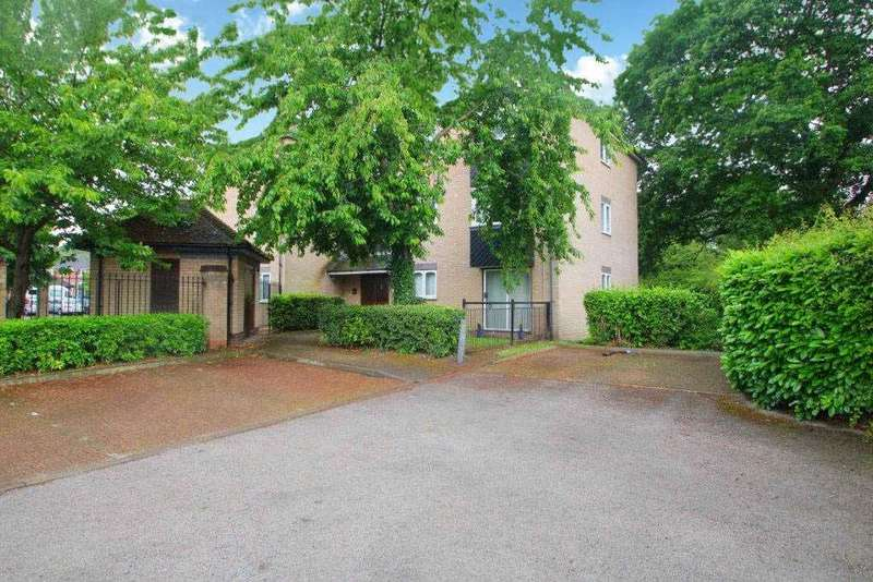 2 Bedrooms Flat for sale in Ranger Walk, Colchester CO2