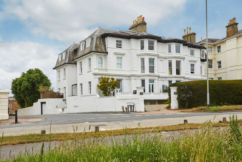 2 Bedrooms Flat for sale in Mount Ephraim, Tunbridge Wells
