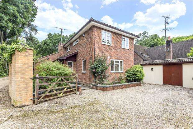 4 Bedrooms Detached House for sale in Heath Ride, Finchampstead, Wokingham
