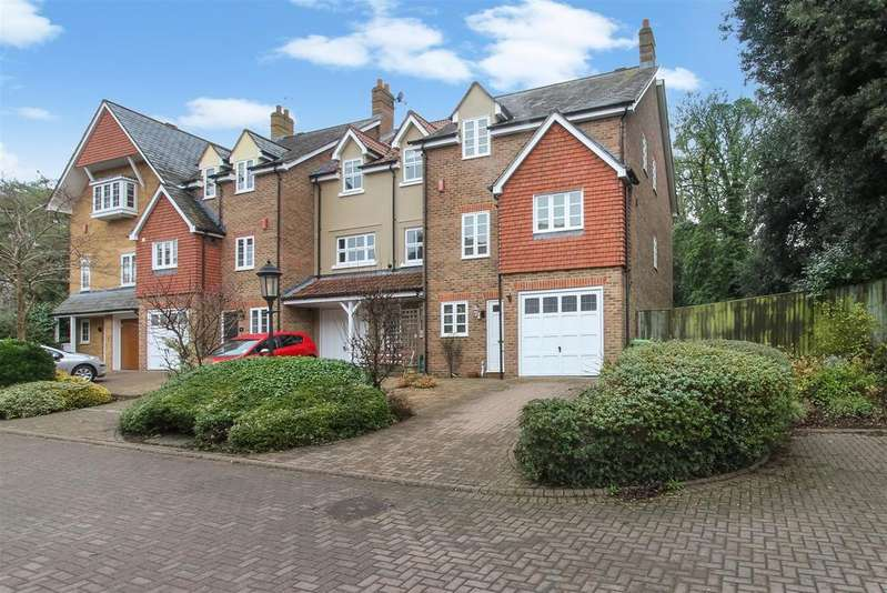4 Bedrooms End Of Terrace House for sale in Morningside Close, Prestbury, Cheltenham