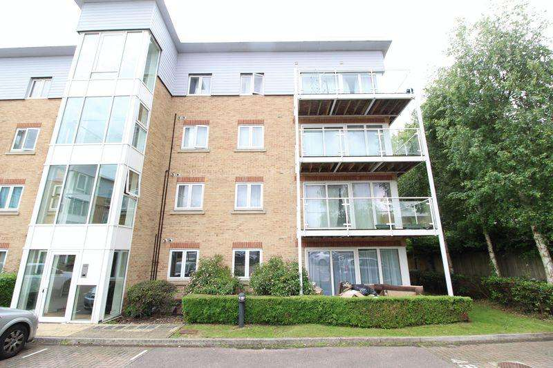 2 Bedrooms Flat for sale in LUXURY APARTMENT IN THE HIGHLY DESIRABLE Primrose Close, Luton