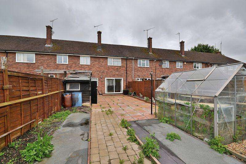 3 Bedrooms Terraced House for sale in Finch Crescent, Leighton Buzzard