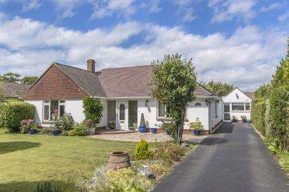 4 Bedrooms Bungalow for sale in Hayling Island, Hampshire