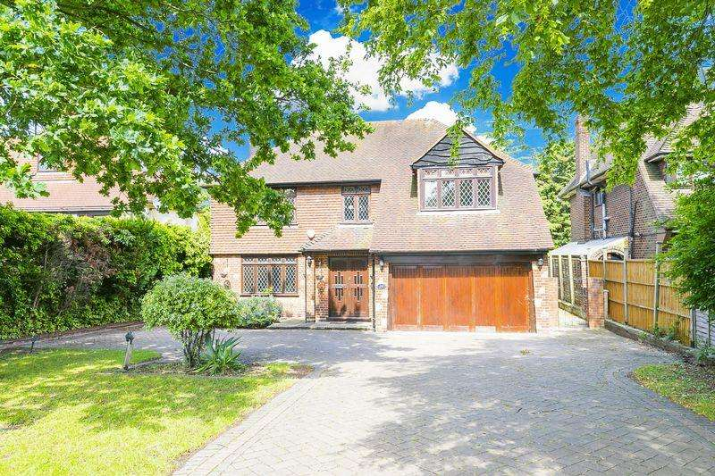 4 Bedrooms Detached House for rent in Tomswood Road, Chigwell