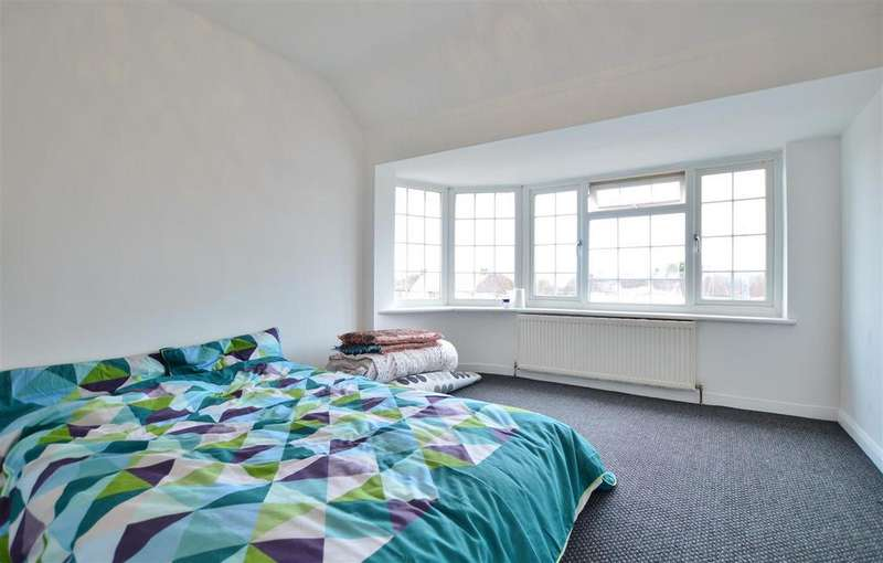 3 Bedrooms Terraced House for sale in Cumberland Avenue, Slough