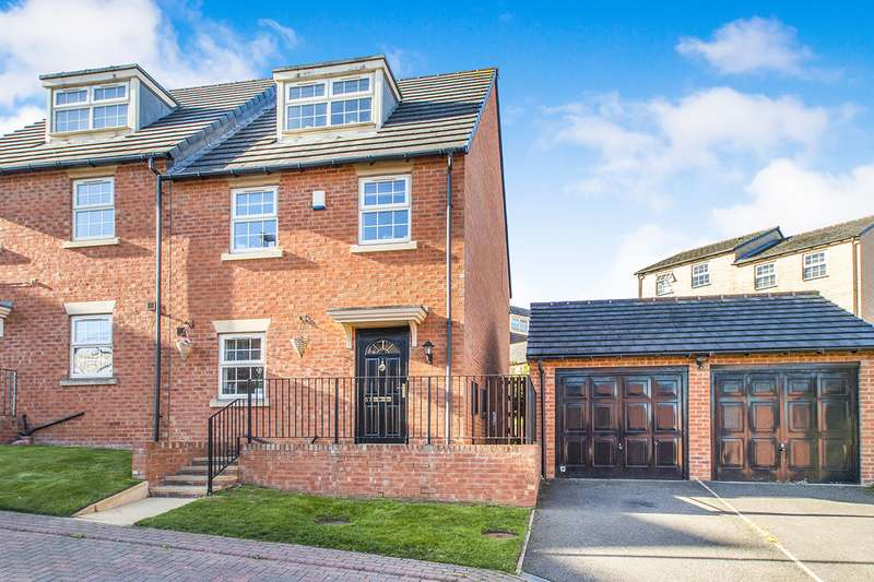 3 Bedrooms Semi Detached House for sale in Mozart Way, Churwell,Morley, Leeds, LS27