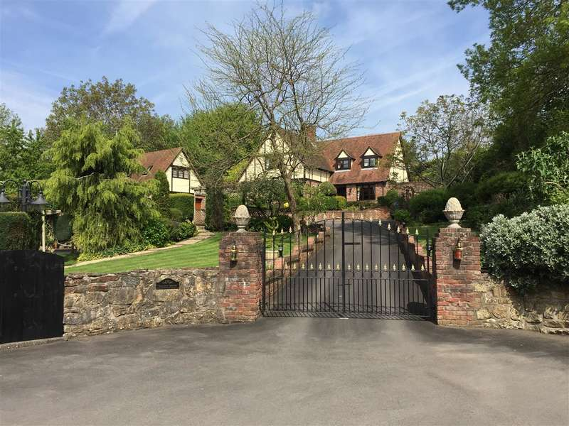 5 Bedrooms Detached House for sale in Walnut House, Vinegar Hill, Magor