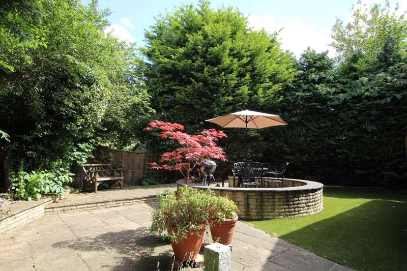 3 Bedrooms Detached House for sale in Gurney Drive, Caversham Heights, Reading