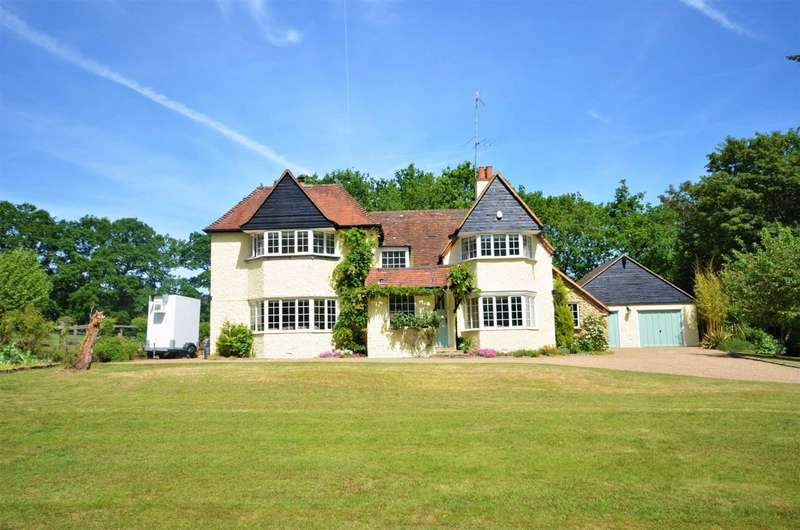 4 Bedrooms Detached House for sale in Gardeners Hill Road, Lower Bourne, Farnham