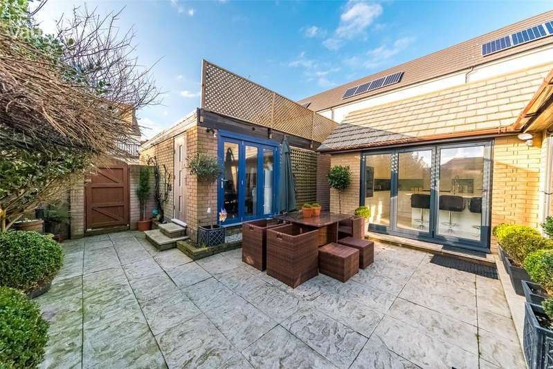 3 Bedrooms Detached House for sale in Bristol Gardens, Brighton, East Sussex, BN2