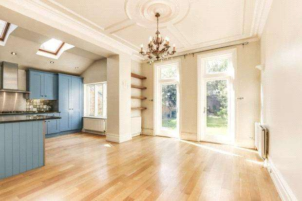 5 Bedrooms Semi Detached House for rent in Wavendon Avenue, Chiswick, London