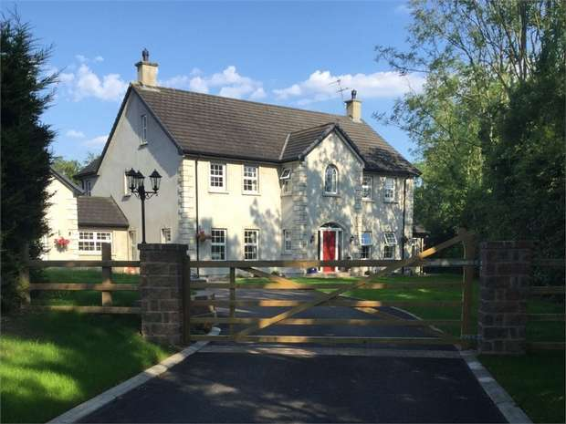 5 Bedrooms Detached House for sale in Lough Road, Ballinderry Upper, Lisburn, County Antrim
