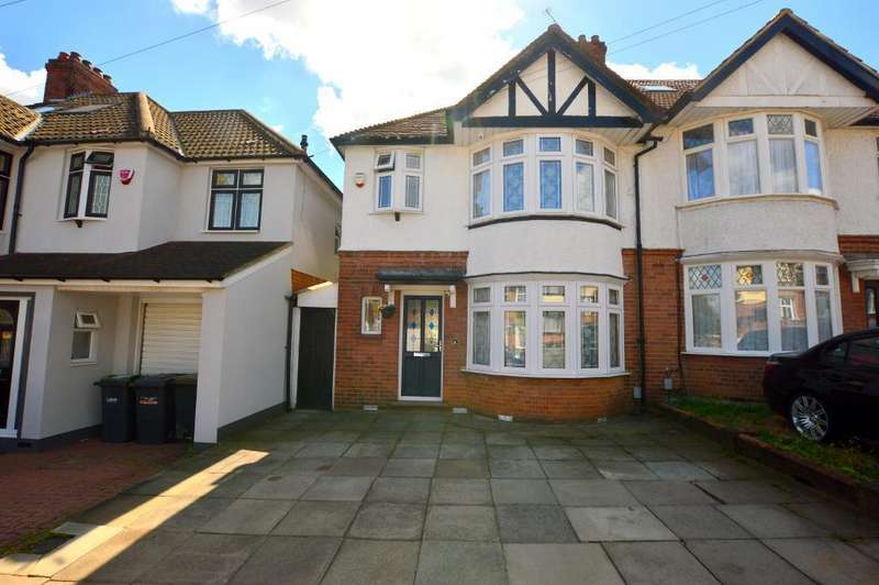 3 Bedrooms Semi Detached House for sale in Carlton Close, New Bedford Road Area, Luton, Bedfordshire, LU3 1ER