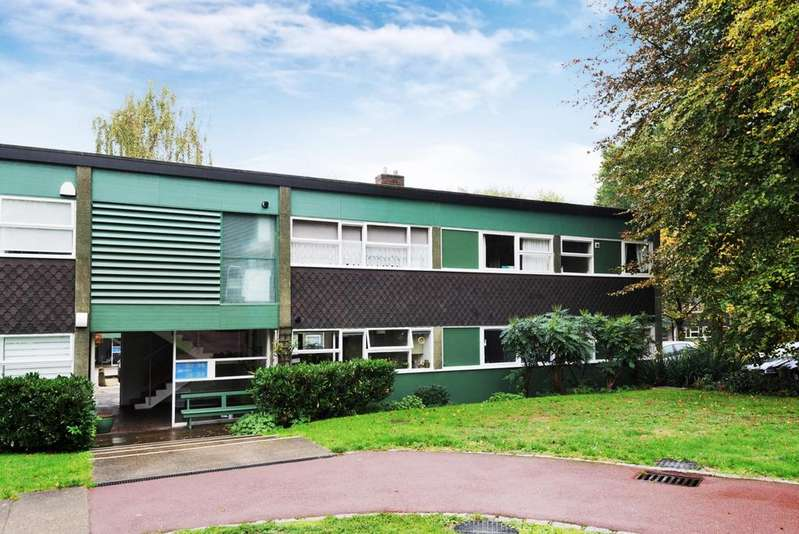 3 Bedrooms Flat for sale in Foxes Dale Blackheath SE3