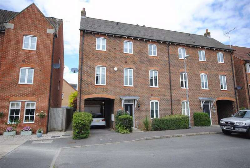 4 Bedrooms Town House for sale in Hawker Close, Leighton Buzzard