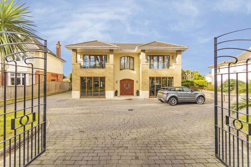 4 Bedrooms Detached House for sale in Carbery Avenue, Southbourne