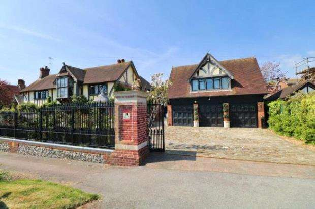 5 Bedrooms Detached House for sale in Dean Court Road, Rottingdean, Brighton
