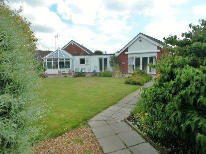 4 Bedrooms Bungalow for sale in Hadlow Lane, Willaston, Cheshire, CH64