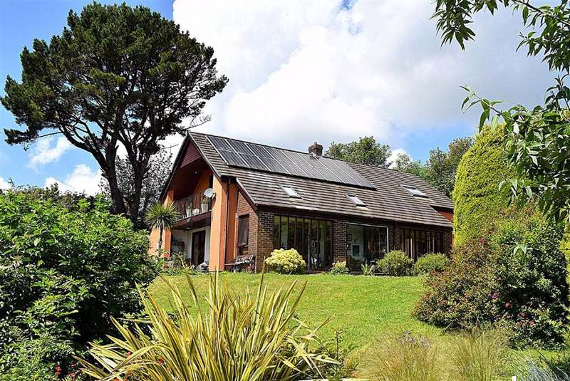 4 Bedrooms Detached House for sale in Clay Lane, Haverfordwest
