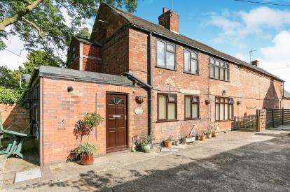 3 Bedrooms Detached House for sale in Watling Street, Atherstone, Warwickshire