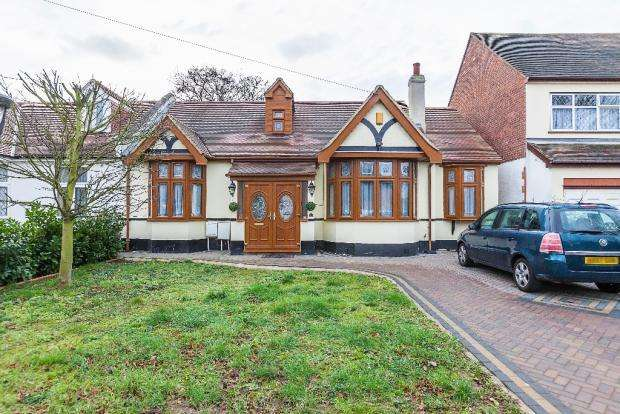 4 Bedrooms Semi Detached Bungalow for sale in parkway , seven kings IG3