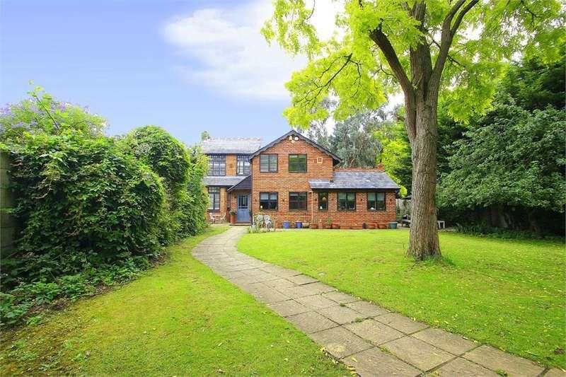 4 Bedrooms Detached House for sale in Eton Road, Datchet, Berkshire