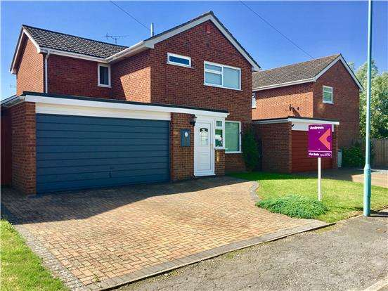 4 Bedrooms Detached House for sale in Knights Way, TEWKESBURY, Gloucestershire, GL20 8DY