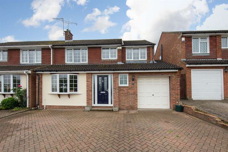 4 Bedrooms Semi Detached House for sale in Hilton Avenue, Dunstable, Bedfordshire