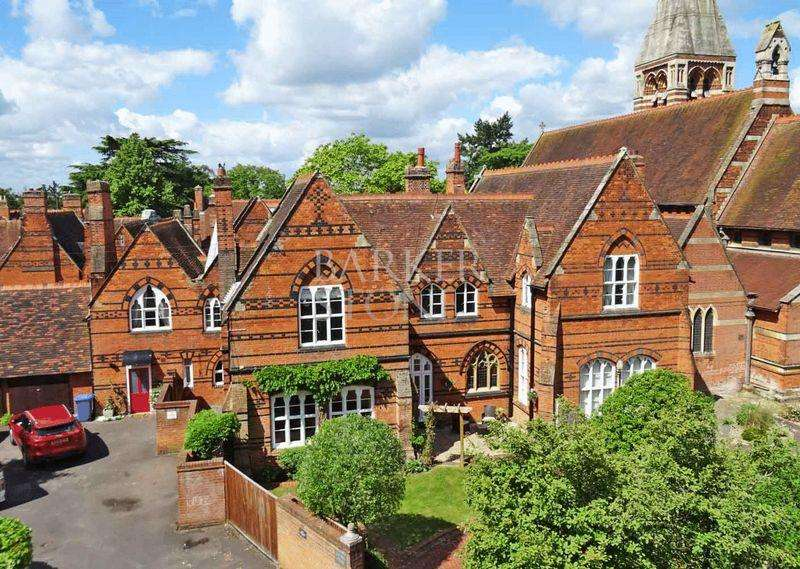 4 Bedrooms Unique Property for sale in A Saintly sort in Bishop Court